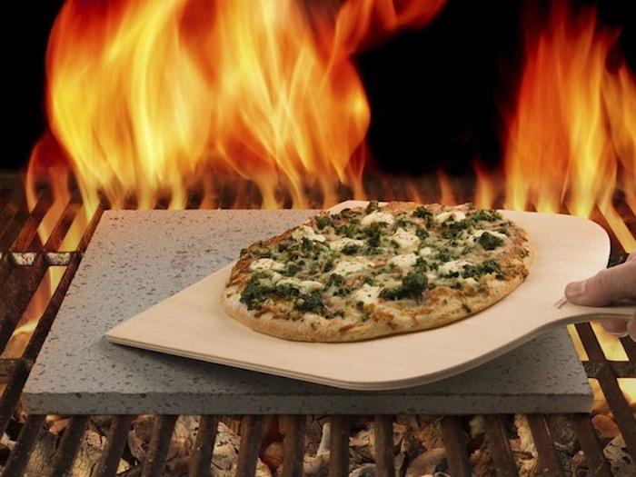 Pizzasten av lava med pizzaspade