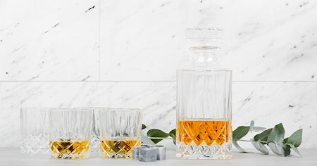 Whiskykarahvi ja 4 lasia