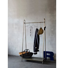 Rack with shelf tøjholder