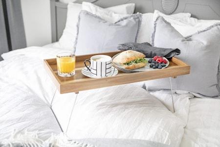 Fabia Frukostbricka akaciaträ fällbara ben