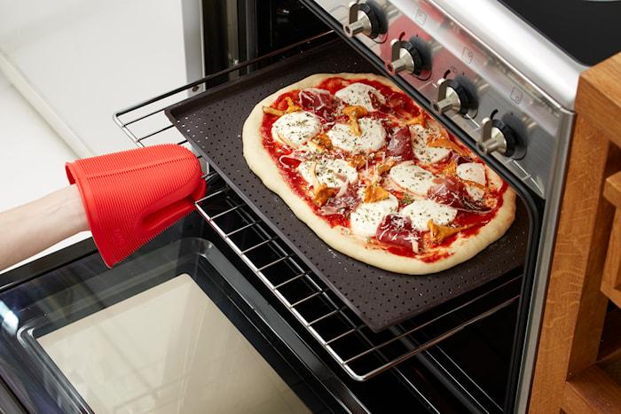 Pizzamatta Perforerad Silikon Brun 40x30 cm