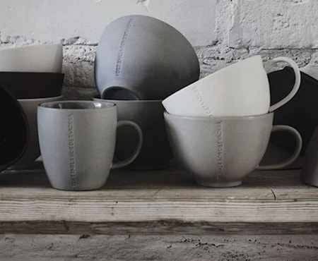 """Kopp Steintøy """"I det enkla"""", grå"""