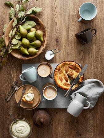 Höganäs Keramik Kaffekrus 33 cl med træunderkop bark blank