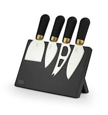 4 ostknviar med magnetiskt ställ