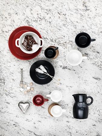 Höganäs Kahvikuppi 33 cl Valkoinen puualustalla