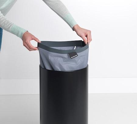Pyykkikori korkkia olevalla kannella 35 L Musta