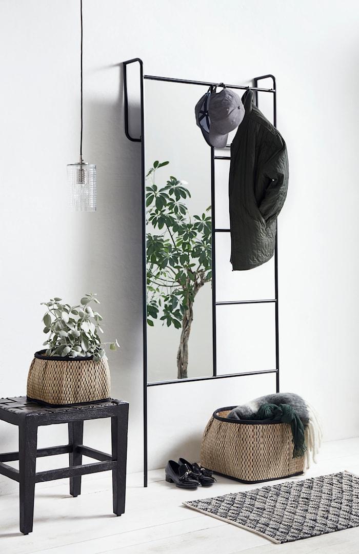 Klädställning med spegel Iron