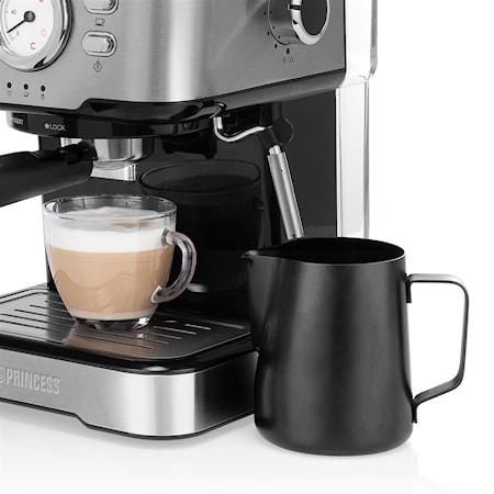 Espressomaskin med melkeskummer